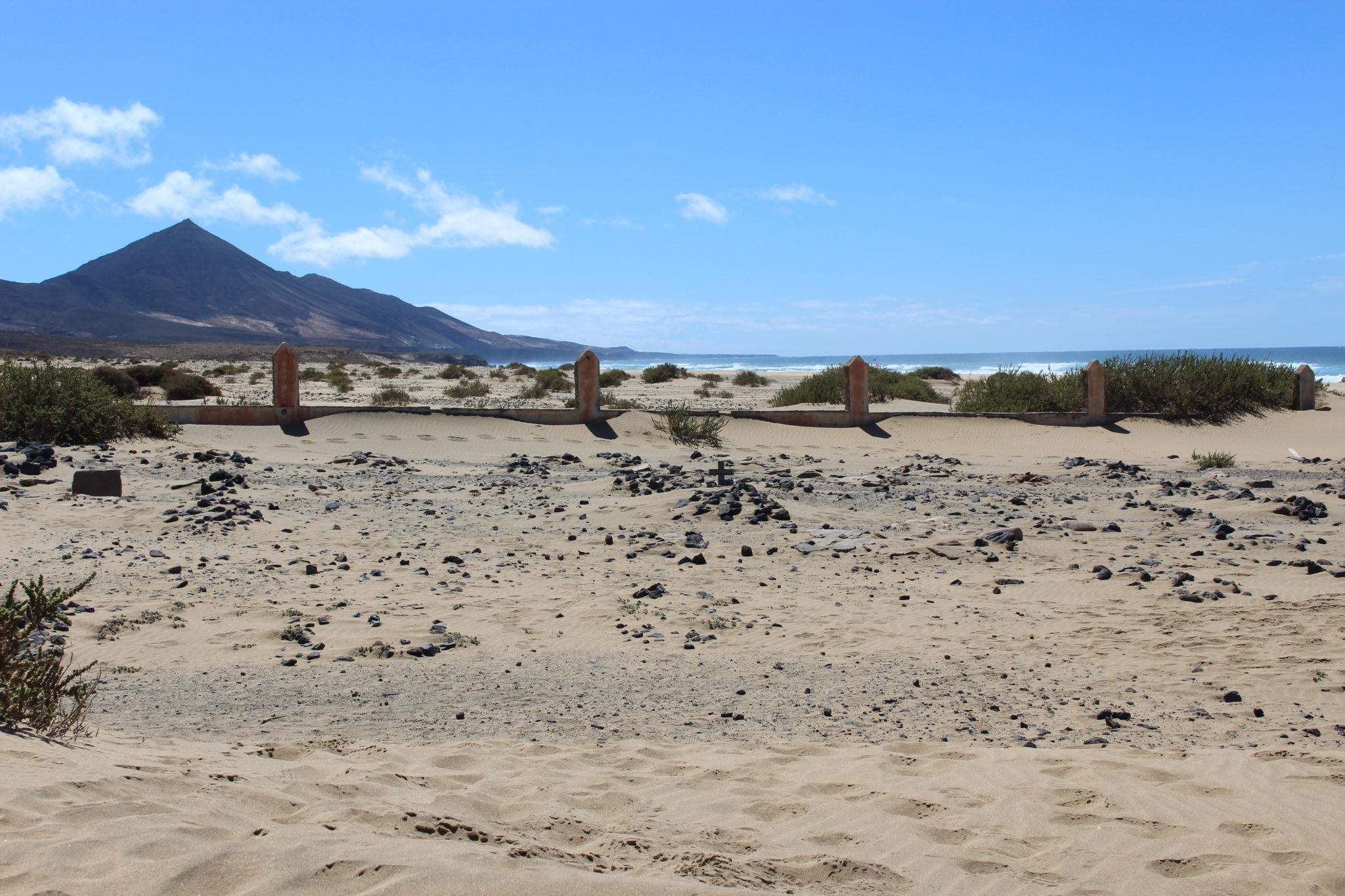 Pozostałości cmentarza na Cofete są dowodem na istnienie osadnictwa w tym odciętym od cywilizacji miejscu.