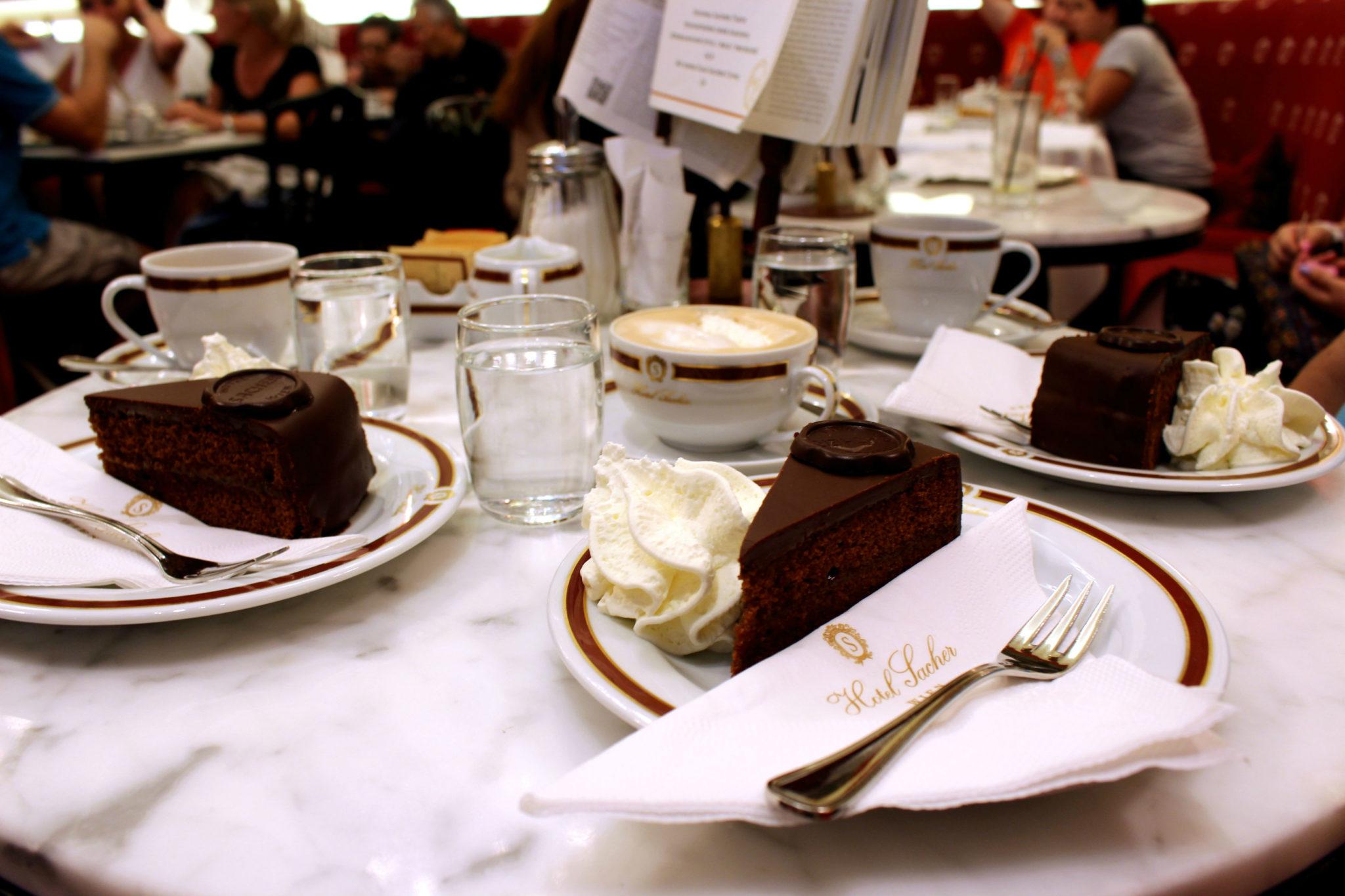 Oryginalny tort Sachera w ilościach hurtowych.