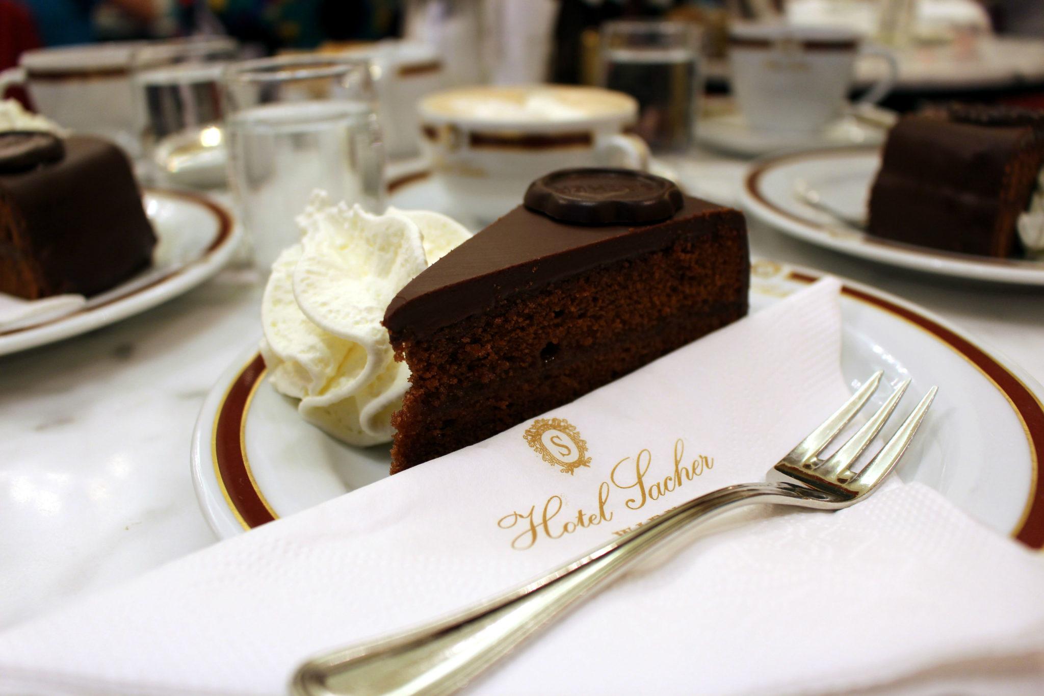 Najsłynniejsze ciasto świata w całej okazałości.