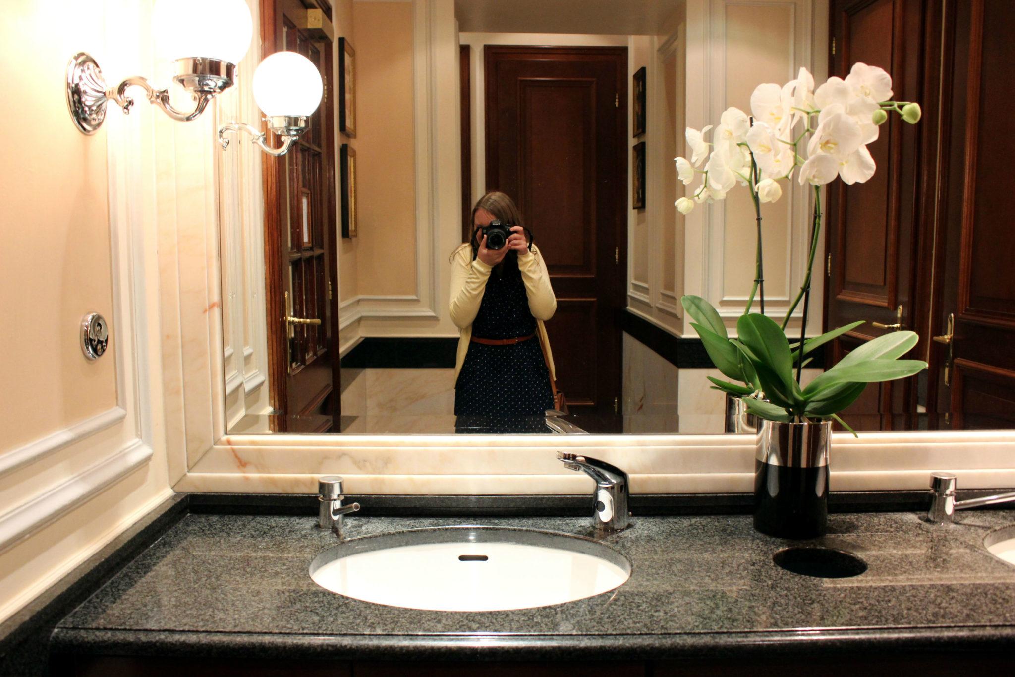 Selfie w kiblu Hotelu Sacher ;)