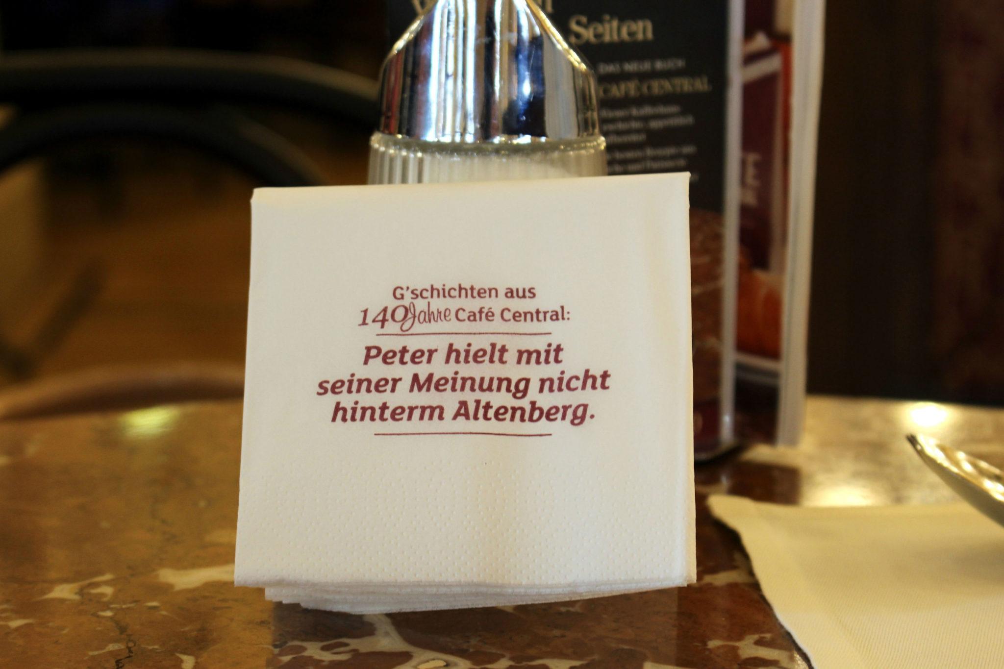 Najwierniejszym gościem Cafe Central był pisarz Peter Altenberg, który zadomowił się tam do tego stopnia, że pocztę dostarczano mu właśnie do kawiarni.